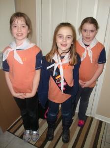 Brownies getting ready for World Thinking Day